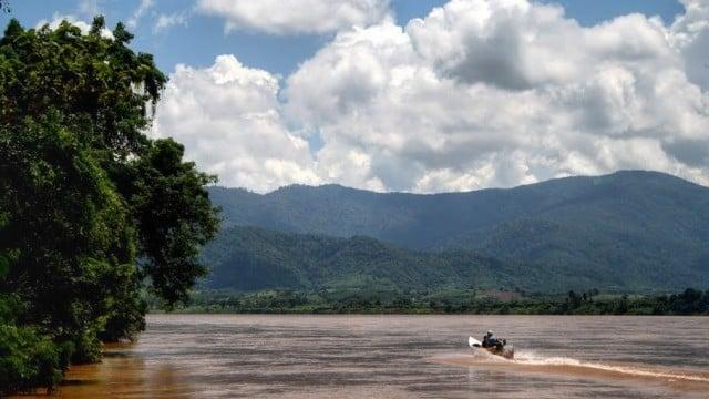 slow-boat-luang-prabang