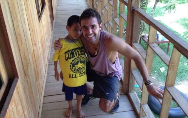 argentino salvo vida chico laos