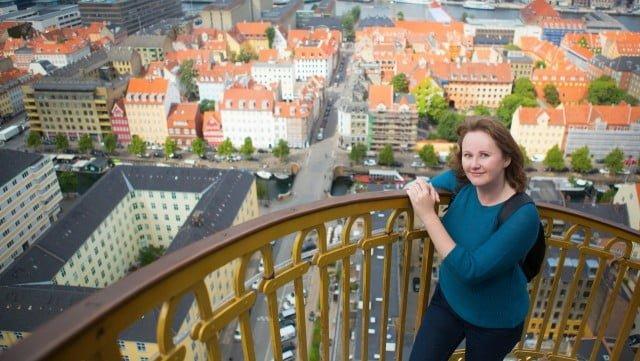 Habla ingles la mayoria de la gente en Dinamarca?