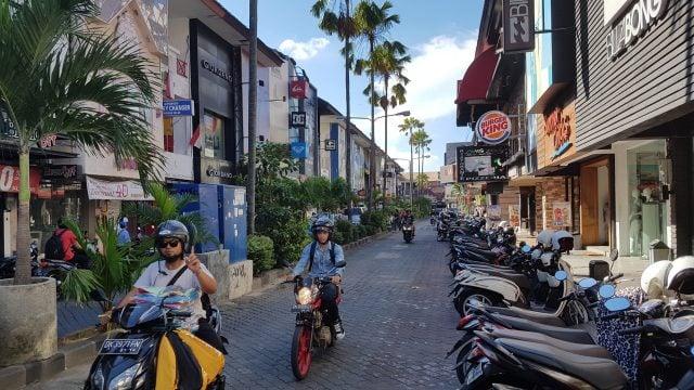 calles centro kuta bali indonesia