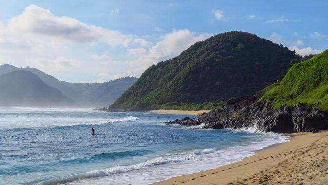 mawi beach kuta lombok indonesia