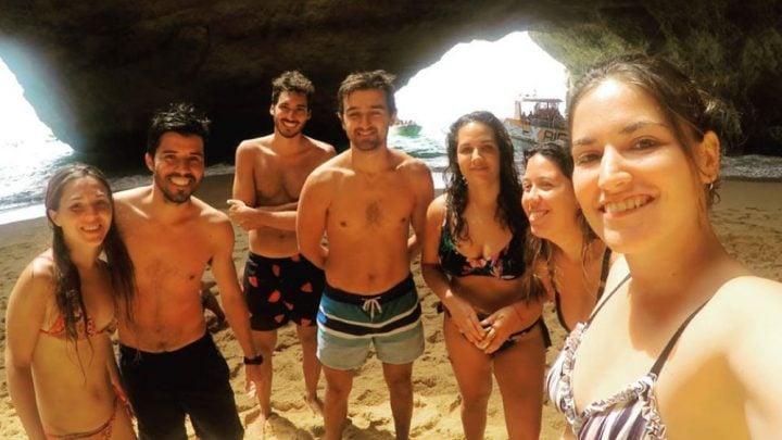 chicos en playa Algarve