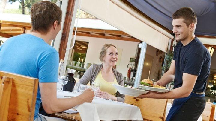 trabajo de mozo en un hotel en Queenstown