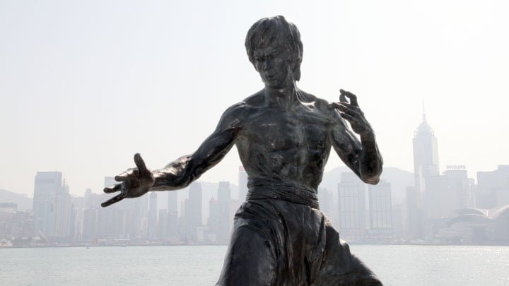 bruce lee estatua